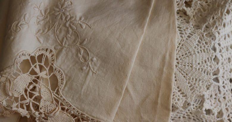 decoração campestre | Rendas, Roupa, Vintage, Design, Bordado, Tecido, Bege