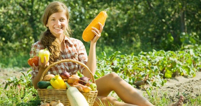como fazer um pomar | Menina com cesta de colheitas